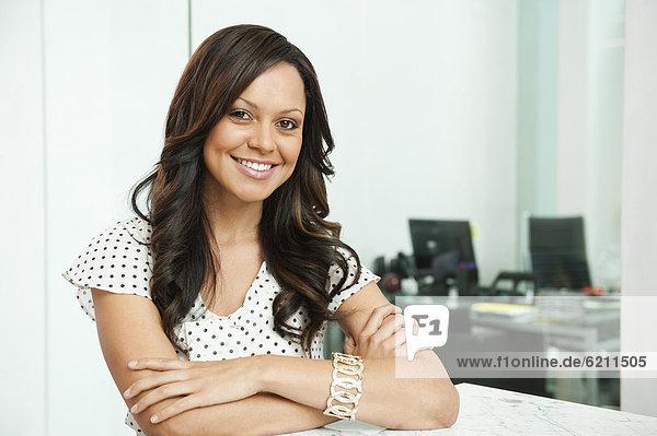 Geschäftsfrau  lächeln  mischen  Mixed