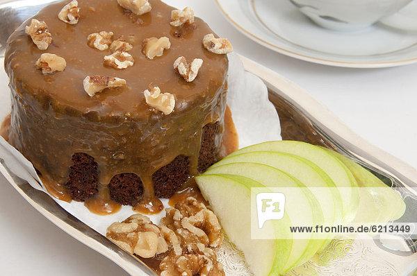 klein  Kuchen  Schokolade  Apfel  aufgeschnitten