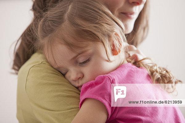 Europäer  tragen  schlafen  Tochter  Mutter - Mensch