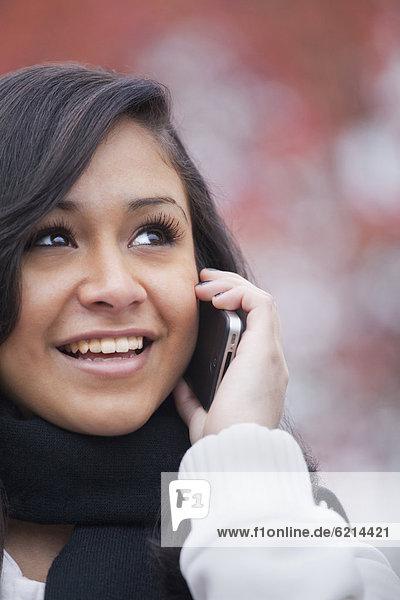 Handy  Jugendlicher  sprechen  Hispanier