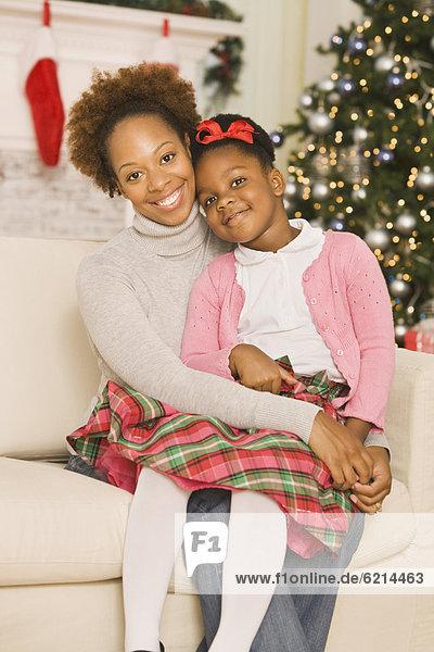 umarmen  Weihnachten  Tochter  Mutter - Mensch
