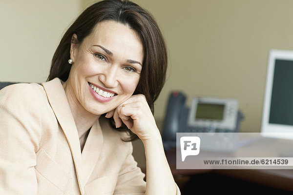 Geschäftsfrau  lächeln  brasilianisch