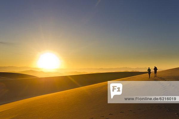 gehen  Sonnenuntergang  Hispanier  Sand  Düne