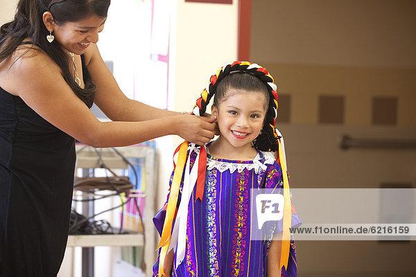 Hilfe  Hispanier  Fest  festlich  Tochter  Kostüm - Faschingskostüm  Mutter - Mensch