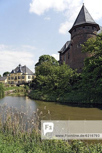 Burg Linn  Wasserburg  Krefeld  Niederrhein  Nordrhein-Westfalen  Deutschland  Europa