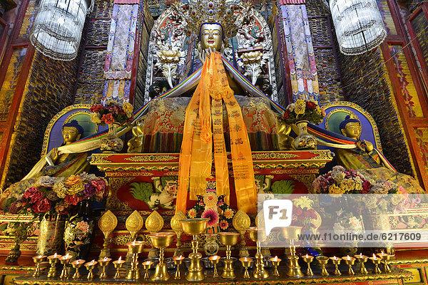 Tibetischer Buddhismus  Buddha-Statue im Kloster Labrang  Xiahe  Gansu  ehemals Amdo  Tibet  China  Asien