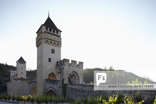 Mittelalterliche Brücke Pont ValentrÈ über die Lot in Cahors  Midi-PyrÈnÈes  Frankreich  Europa