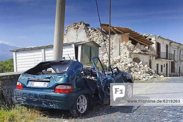 Folgen des Erdbebens vom 6. April 2009 in Castelnuovo bei L'Aquila  Region Abruzzen  Italien  Europa  ÖffentlicherGrund