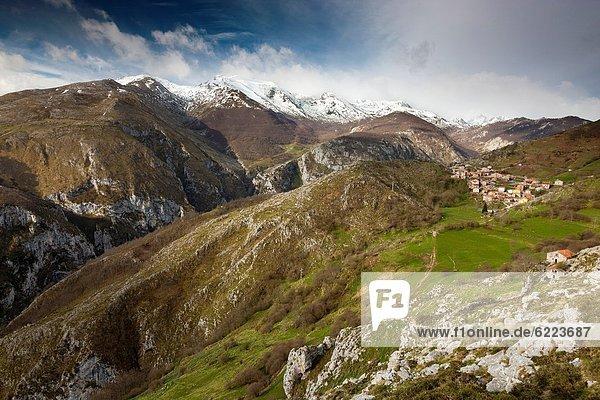 über  Tal  Dorf  Ansicht  Spanien