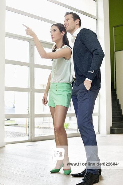Paar auf der Suche nach einem neuen Haus