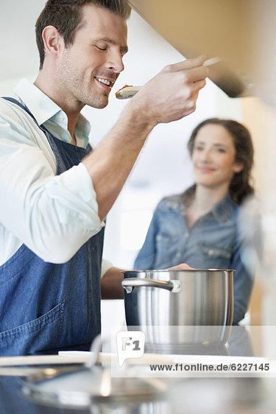 Paarverkostung des Essens Paarverkostung des Essens