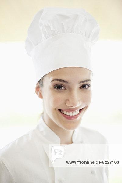 Porträt einer lächelnden Köchin