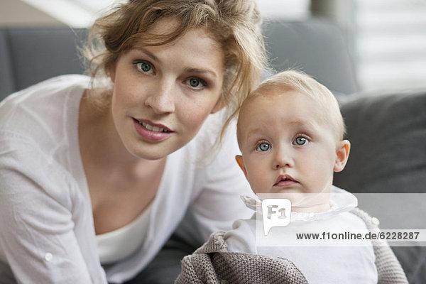 Porträt einer Frau mit ihrer Tochter