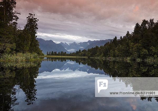 Mt. Tasman und Mt. Cook  Aoraki  Spiegelung im Lake Matheson  Mount Cook Nationalpark  Westland Nationalpark  Südalpen  Südinsel  Neuseeland