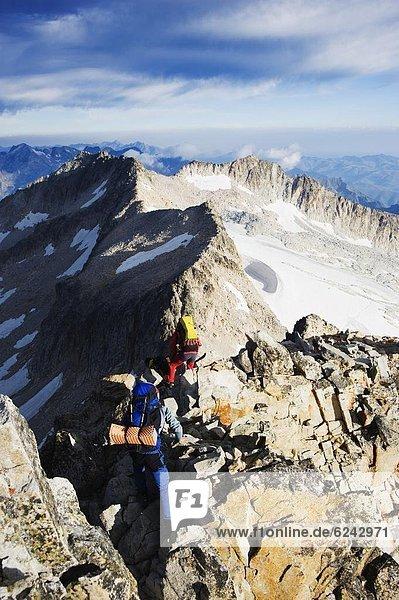Bergsteiger  Europa  Berggipfel  Gipfel  Spitze  Spitzen  Pyrenäen  Spanien