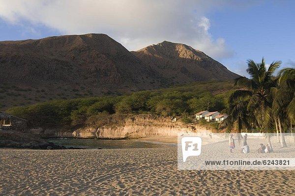 Mann  Strand  Sand  jung  Nachmittag  Atlantischer Ozean  Atlantik  Afrika