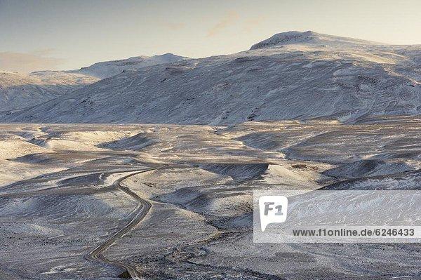 zwischen  inmitten  mitten  Winter  Gullfoss  Anfang  Island