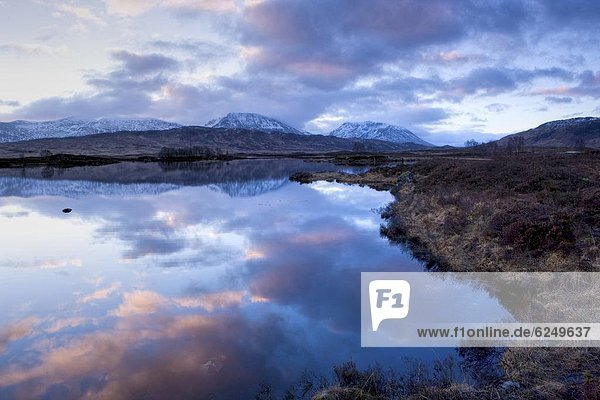 entfernt  Europa  Berg  Großbritannien  Himmel  Spiegelung  Morgendämmerung  Highlands  Ansicht  See  bedecken  Distanz  Schottland  Schnee