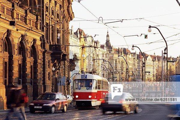 Prag Hauptstadt Europa Verkehr frontal Tschechische Republik Tschechien Straßenbahn