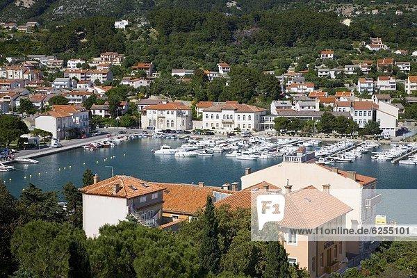 Fliesenboden  Dach  Hafen  Europa  Hügel  bunt  Ansicht  Kroatien