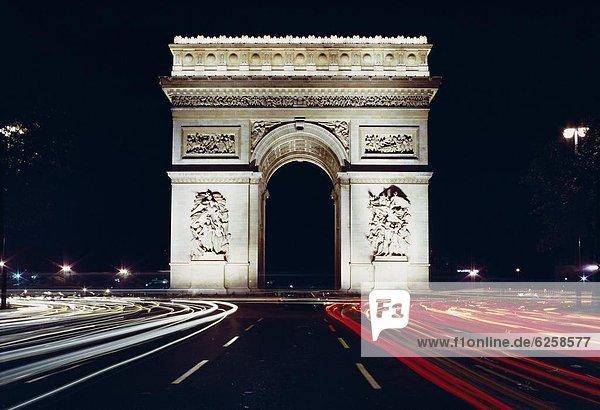 Triumphbogen bei Nacht  Paris  Frankreich  Europa