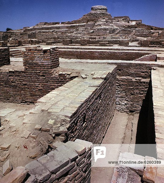View of the ruins in Mohenjodaro  UNESCO World Heritage Site  Pakistan  Asia