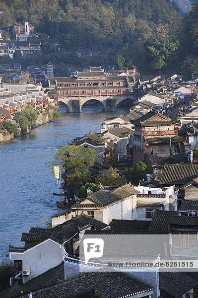 Riverside old town of Fenghuang  Hu0n Province  Chi0  Asia