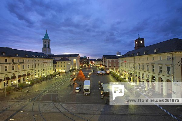 Market square with pyramide  Karlsruhe  Baden-Wurttemberg  Germany  Europe