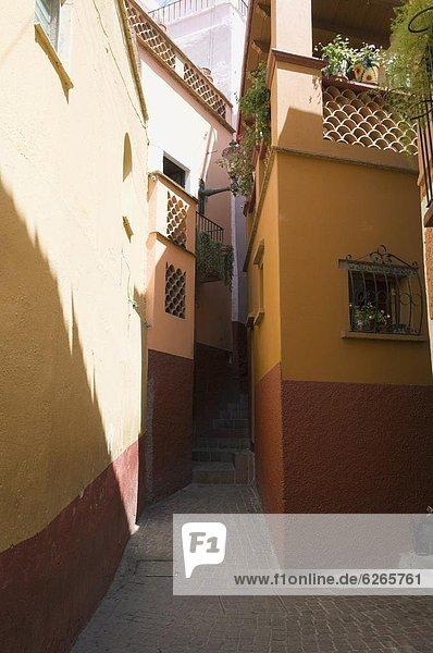 nahe küssen Gebäude Gasse Balkon Nordamerika Mexiko 2 Trennung Meter UNESCO-Welterbe