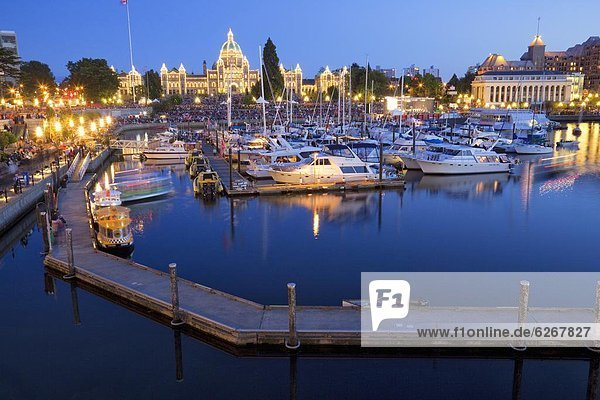 Inner Harbour with Parliament Building  Victoria  Vancouver Island  British Columbia  Canada  North America