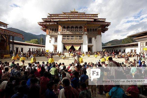 beobachten  über  tanzen  Ansicht  fünfstöckig  Buddhismus  Mönch  Asien  Bhutan  Innenhof  Hof