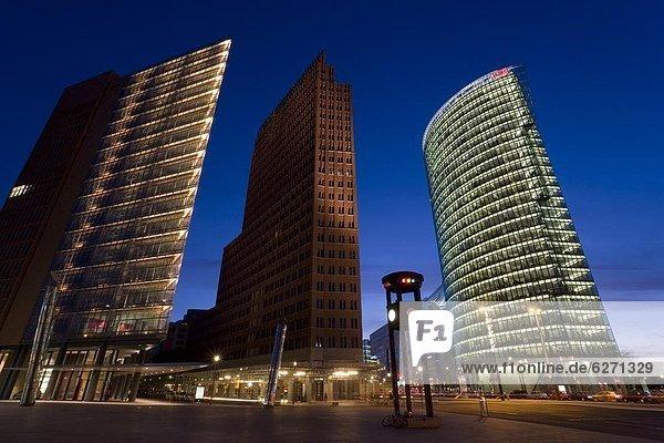 Berlin  Hauptstadt  Europa  Hochhaus  Abenddämmerung  Deutschland