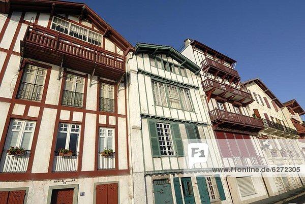Hafen Frankreich Europa Gebäude bunt vorwärts alt
