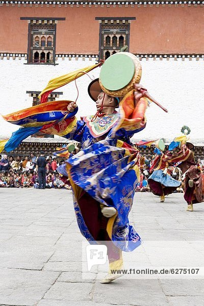 Buddhist festival (Tsechu)  Trashi Chhoe Dzong  Thimphu  Bhutan  Asia
