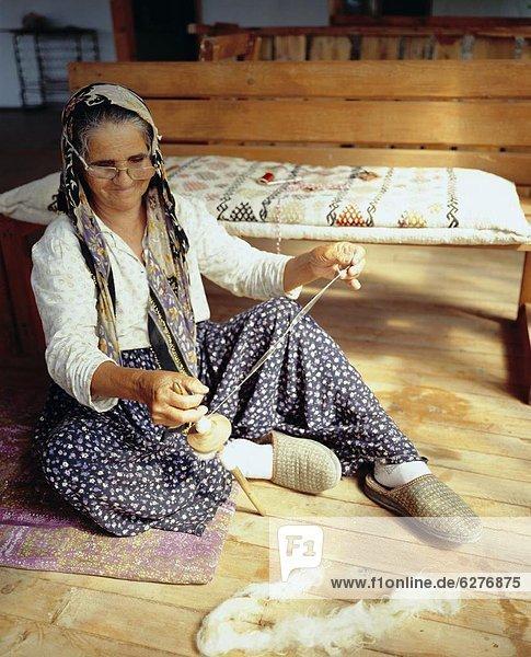 Frau Eurasien Matte alt nähen Türkei türkisch