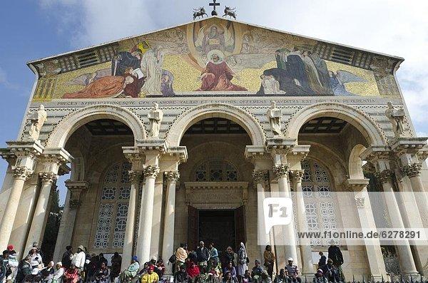 Jerusalem  Hauptstadt  Kirche  frontal  Naher Osten  Pilgerer  Israel