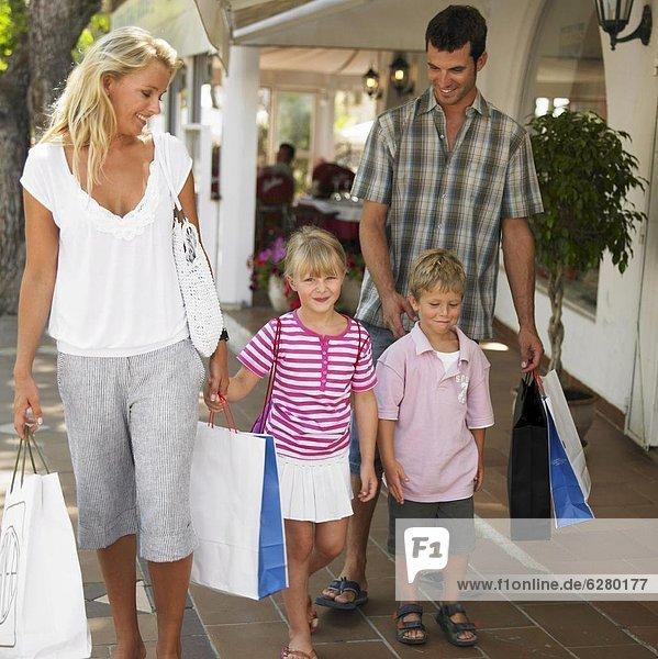 Family shopping  children (6-8)