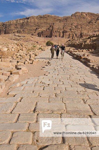 Kopfsteinpflaster  Straße  Monarchie  Ansicht  Naher Osten  UNESCO-Welterbe  Katakombe  alt  Petra  römisch