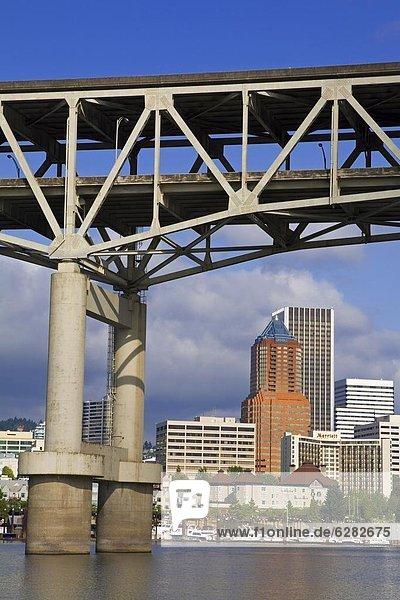 Vereinigte Staaten von Amerika  USA  über  Brücke  Fluss  Nordamerika  Portland  Oregon