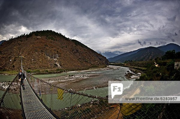 Brücke  Student  Kreuzform  Kreuz  Kreuze  Himalaya  hängen  Asien  Bhutan