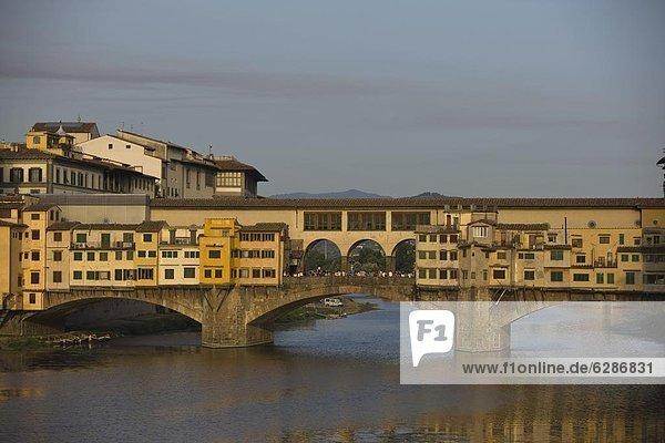 Europa  über  Fluss  Arno  Florenz  Italien  Toskana