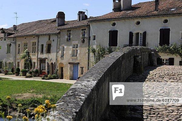 Kopfsteinpflaster Mittelalter Frankreich Europa sehen Gebäude Straße Brücke Gotik Dordogne