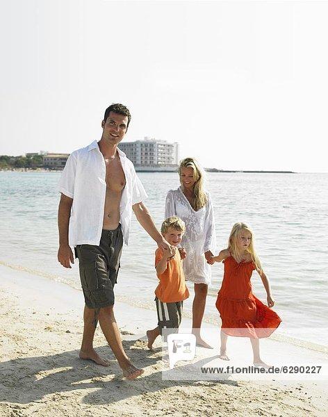 gehen  Strand  Menschliche Eltern