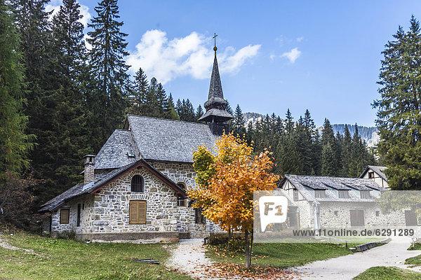 Kapelle am Pragser Wildsee  Lago di Braies  Pragser Tal  Prags  Dolomiten  Südtirol  Alto Adige  Italien  Europa