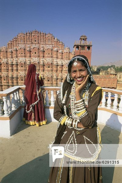 Women in saris in front of the facade of the Palace of the Winds (Hawa Mahal)  Jaipur  Rajasthan state  India  Asia