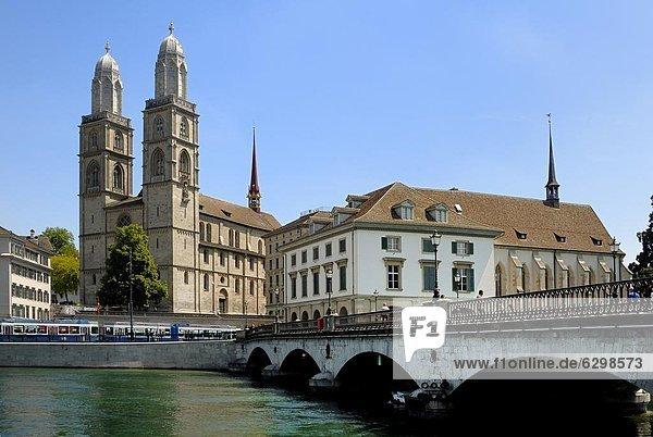 Europa  über  Brücke  Fluss  Kirche  Schweiz  Zürich