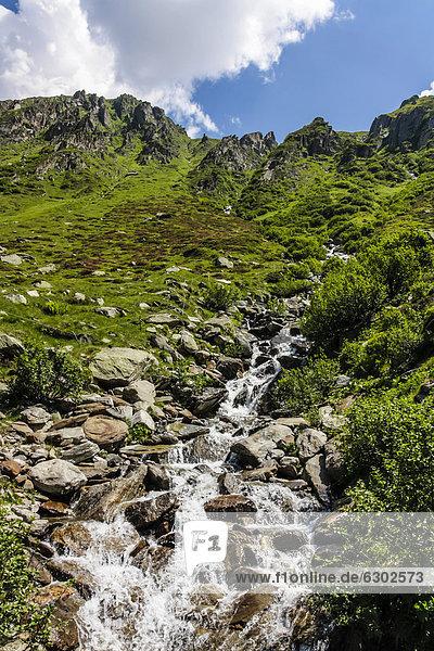 Gebirgsbach im Unteralp-Tal  Alpen  Kanton Uri  Schweiz  Europa