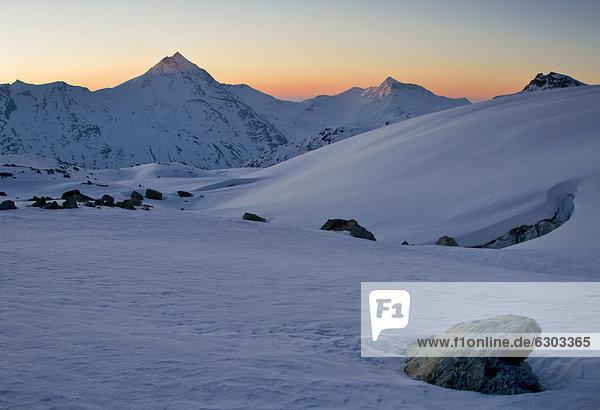 Morgenrot im Winter  nahe der Britanniahütte  Alpen  Wallis  Schweiz  Europa