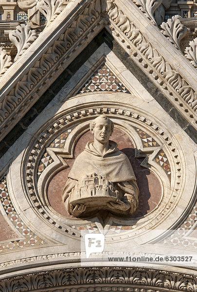 Detailansicht der Fassade der Kathedrale  Dom von Siena  Duomo di Siena  Siena  Toskana  Italien  Europa