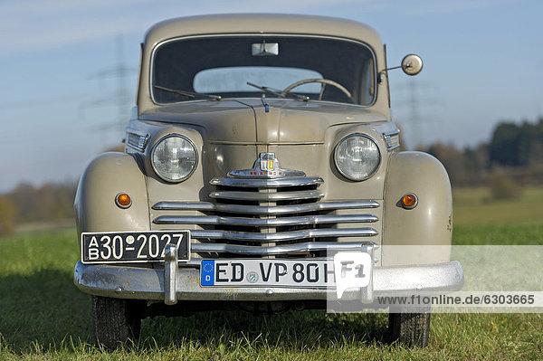 Oldtimer Opel Olympia  Baujahr ca. 1950  ÖffentlicherGrund